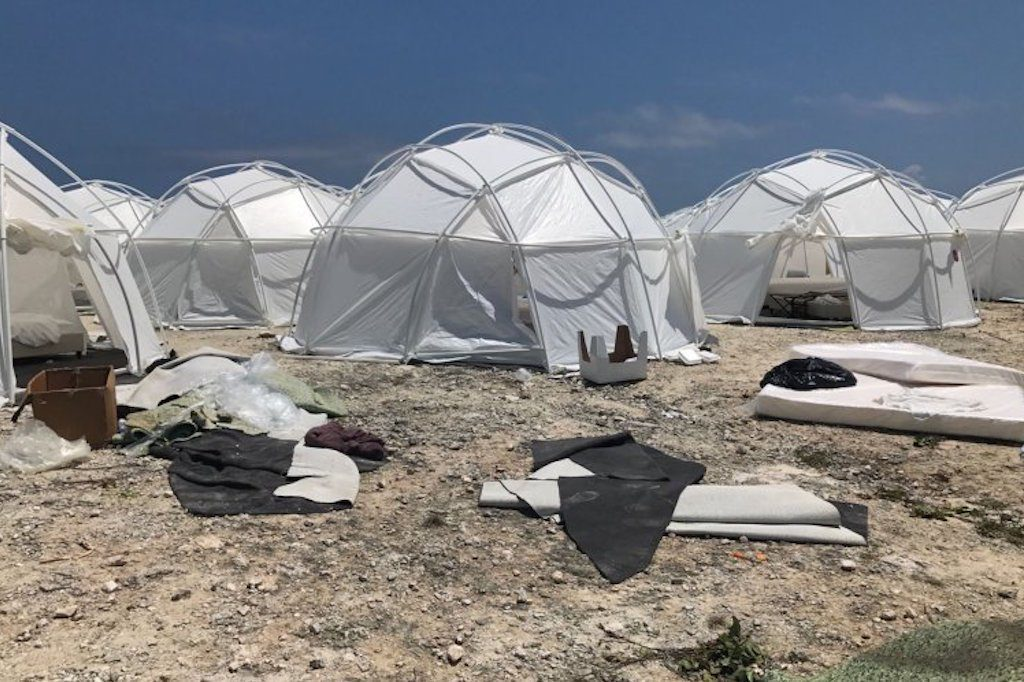 Guys festiwalowe namioty.